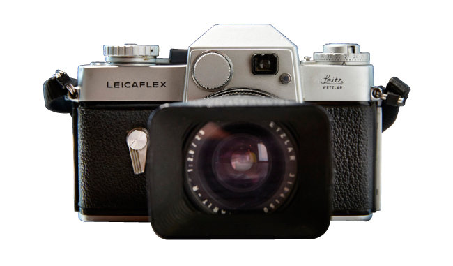 Leicaflex Standard Mark I 독일 라이카사가 1964년 생산한 카메라. 라이카의 첫 SLR(일안 반사식) 카메라로 렌즈 품질은 최고 수준이었으나 가격, 편의성 등이 일본 카메라에 비해 떨어져 큰 인기를 얻지는 못했다.