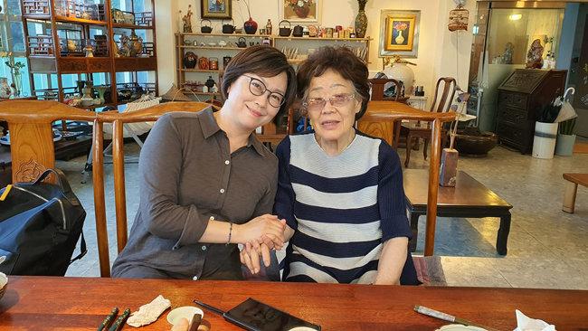 6월 26일 대구 남구 한 찻집에서 일본군 위안부 피해자 이용수 할머니와 이나영 정의기억연대 이사장이 만났다. [이용수 할머니 측근 A씨 제공]