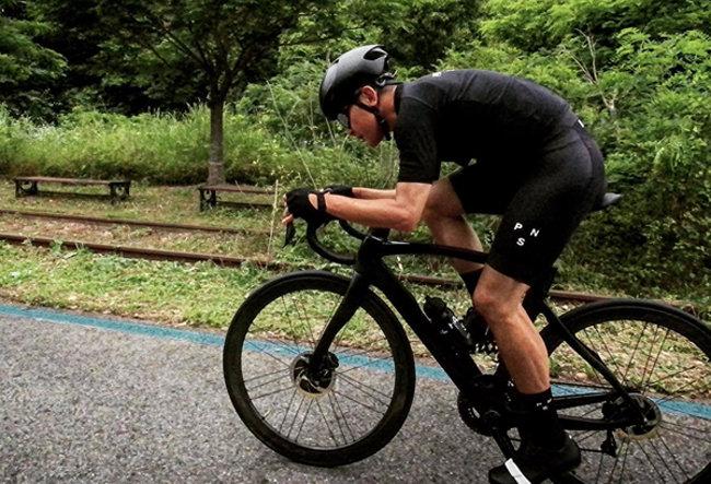 홍정욱 올가니카 대표가 인스타그램에 자전거를 타는 사진을 올렸다. [페이스북 캡처]