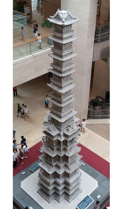 국립중앙박물관에 전시된 경천사 10층 석탑.
