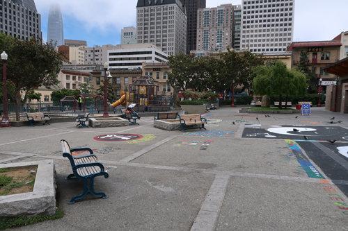 샌프란시스코 차이나타운의 '탑골공원' 격인 포츠마우스 스퀘어('Port-smouth Square)' 공원의 한산한 풍경.