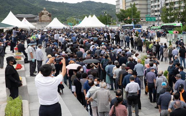 7월 10일 별세한 백선엽 장군의 국민장 시민 분향소가 마련된 서울 광화문광장. [박해윤 기자]