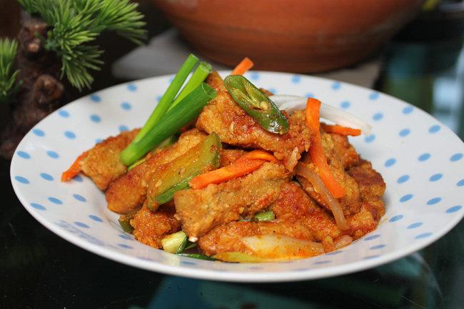 콩고기로 만든 요리. 고추장불고기처럼 보이지만 일반 육류는 전혀 사용하지 않았다. [동아DB]