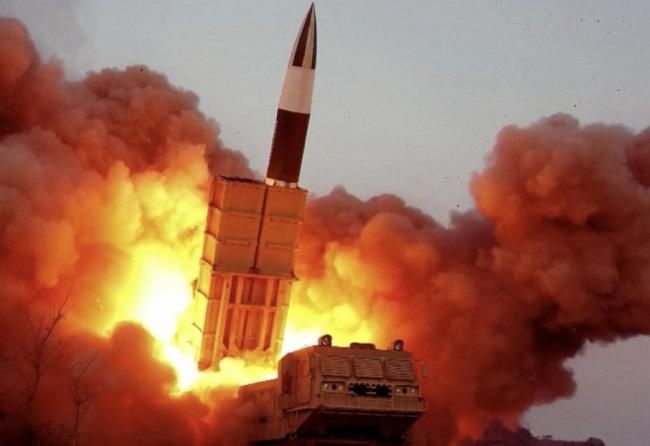 북한판 에이태큼스 미사일 KN-24. [조선중앙통신]