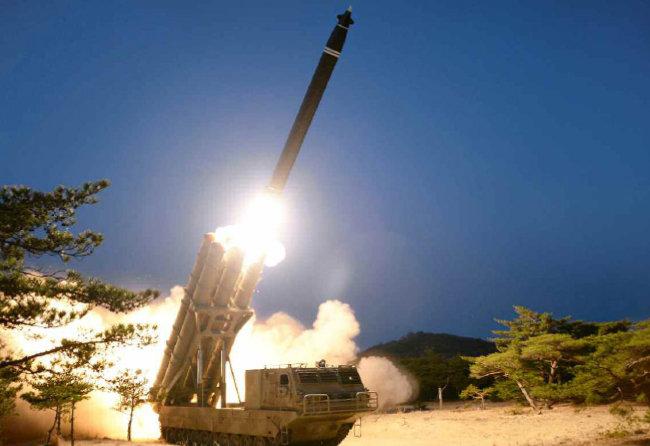 600mm 초대형 방사포. [노동신문]