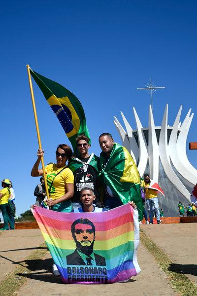 19일 브라질리아에서 보우소나루 대통령의 쾌유를 기원하는 지지자들의 집회가 열렸다.