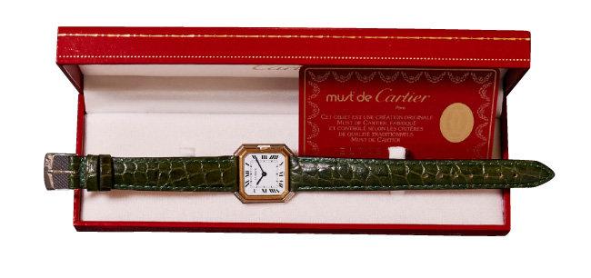 CARTIER TANK Ceinture. 고급 주얼리 브랜드 시계가 대중 가까이 다가가는 계기가 된 제품이다.