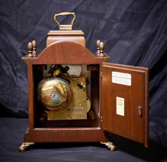 1960~70년대 생산된 WARMINK 시계 후면과 무브먼트.