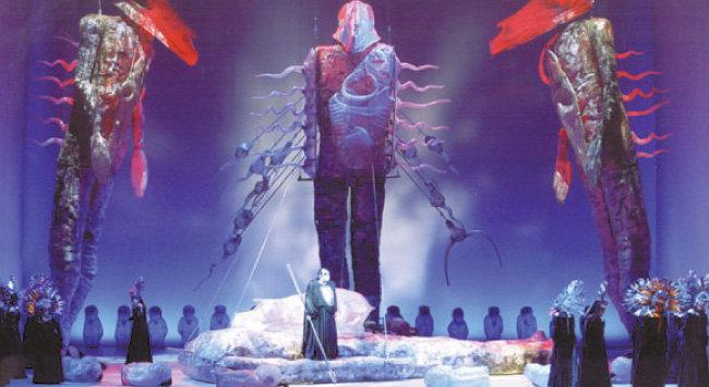 2005년 러시아 마린스키 오페라단이 한국 무대에 올린 '니벨룽의 반지' 공연 장면. [월드아트오페라 제공]