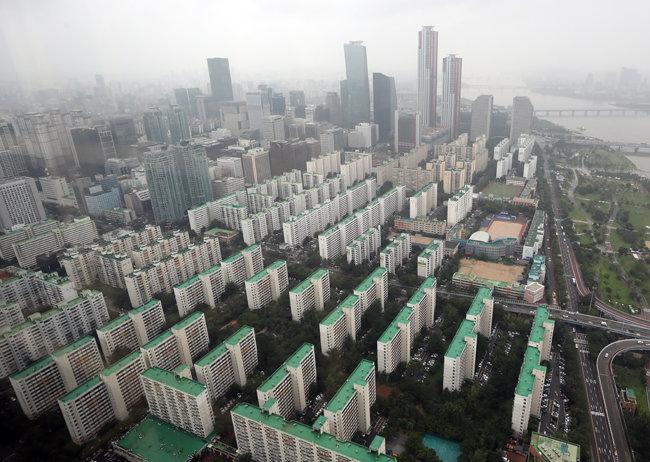 서울 영등포구 여의도64아트에서 바라본 아파트 모습. [동아DB]