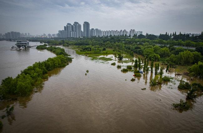 8월 7일 서울 서초구 반포 한강공원이 물에 잠긴 모습. [박해윤 기자]