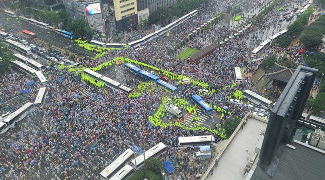 8월 15일 서울 종로구 광화문 광장 인근에서 시민단체들이 '8·15 광화문 국민대회'를 열었다. [박영대 동아일보 기자]