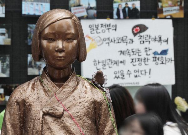 서울 종로구 옛 일본대사관 인근의 위안부 소녀상. [동아DB]