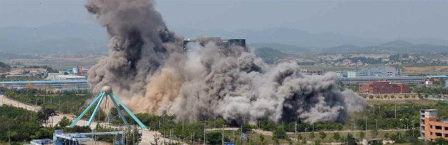 6월 16일 북한이 김여정 노동당 제1부부장 주도로 개성 남북공동연락사무소를 폭파했다. [노동신문]