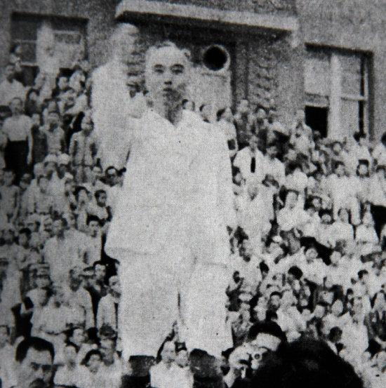 1945년 8월 16일 여운형 건국준비위원회 위원장이 5000여 군중 앞에서 사자후를 토하고 있다. [미디어한국학 제공]