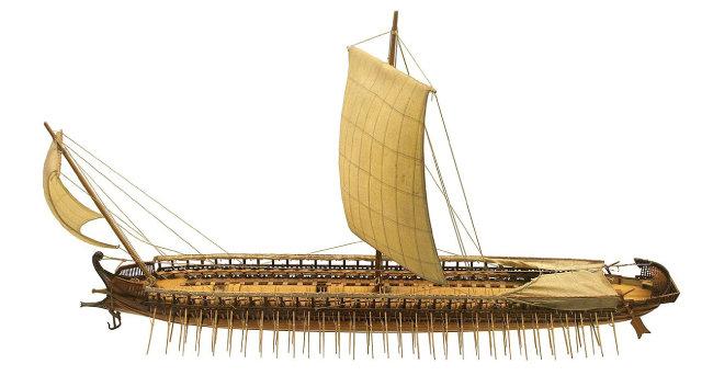 그리스 삼단노선 모형. [위키피디아]