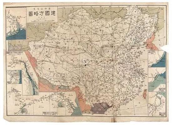 중국의 국부 쑨원은 1919년 반(半)식민지 상태인 중국의 혁명과 건국까지의 구상을 담은 건국방략을 발표하면서 싼샤 댐 추진 계획을 밝혔다. 그는 홍수 방지보다 수력발전과 화물 운송의 편의를 위해 싼샤 댐 건설을 주장했다. [바이두]
