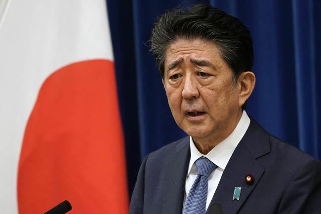 8월 28일 도쿄 총리관저에서 아베 신조 일본 총리가 사임 의사를 밝히고 있다. [AP=뉴시스]