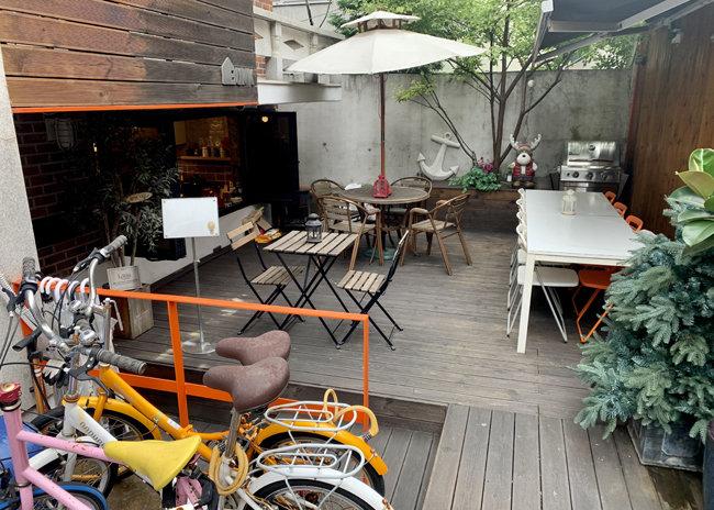 9월 1일 서울 마포구 한 게스트하우스 공용공간이 텅 비어있다. [문영훈 기자]