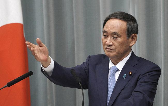 아베 신조 뒤를 이어 일본 총리를 맡을 것이 유력한 스가 요시히데 일본 관방장관. 9월 16일 일본 임시국회에서 총리 지명을 받을 것으로 보인다. [도쿄=AP 뉴시스]