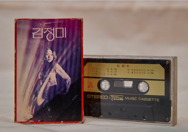 신중현사단의 전설적인 여가수 김정미의 1973년 발매 카세트테이프.