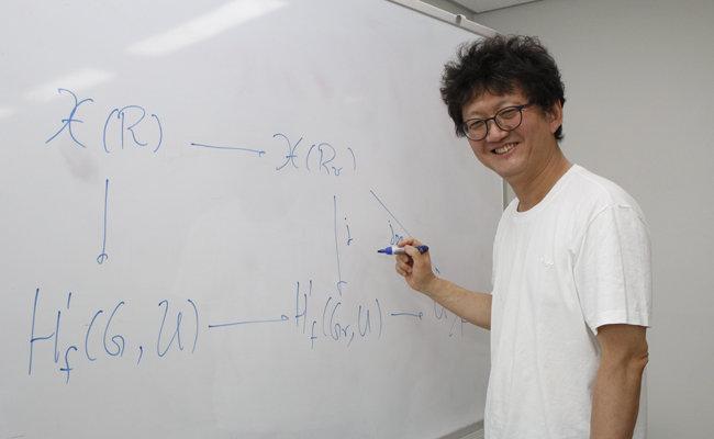 """김민형 영국 워릭대 석좌교수는 """"수학적 상상력은 두려움을 없앤다""""고 말했다. [최영준 동아사이언스 기자]"""