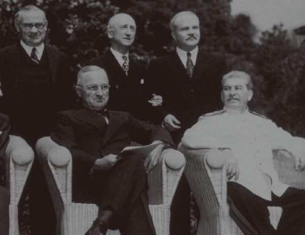 트루먼(앞줄 왼쪽)과 스탈린(앞줄 오른쪽). [GettyImage]