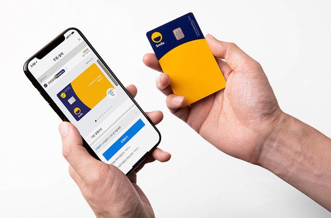 현대카드가 G마켓·옥션을 운영하는 이베이코리아와 2018년 6월 출시한 '스마일 카드'. [이베이코리아 제공]