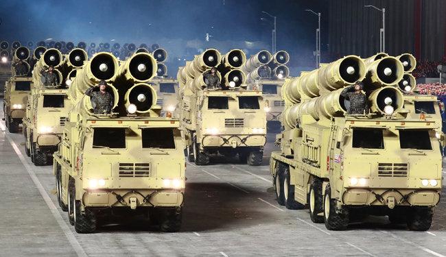 북한은 10월 10일 열병식에서 파격적 디자인과 성능을 갖춘 전투 차량을 대거 공개했다. [노동신문=뉴스1]