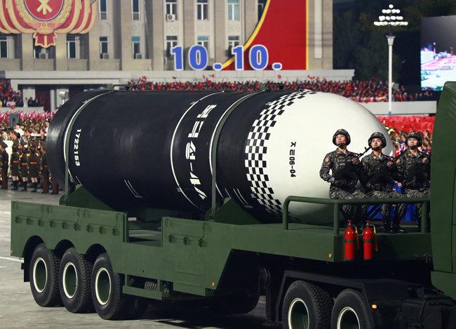 10월 10일 열병식에서 북한이 공개한 '북극성-4ㅅ' SLBM. [노동신문=뉴스1]