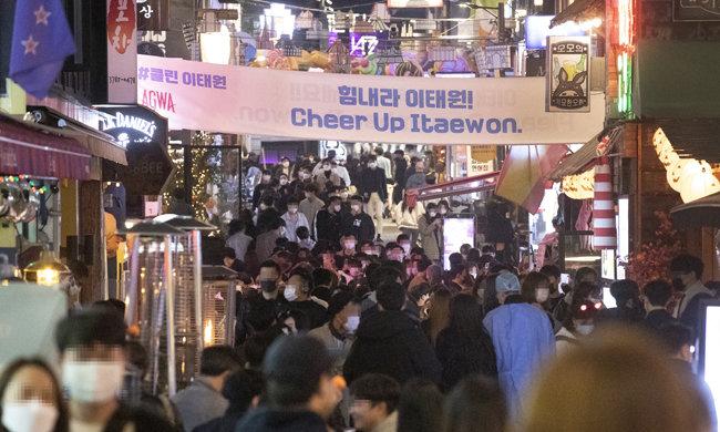 10월 31일 서울 용산구 이태원동 거리.