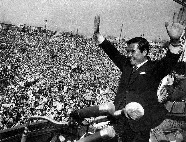 1971년 4월 25일 제7대 대통령선거 유세를 위해 대구 유세장을 찾은 김대중 당시 신민당 후보. [동아DB]