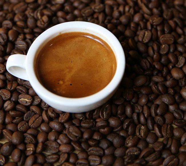 커피전문점 커피 속 카페인 함량은 '에너지 드링크'보다 훨씬 많다. [동아DB]