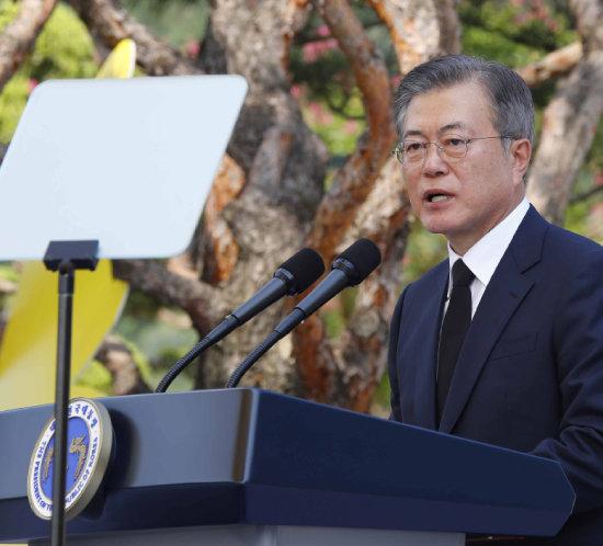 2018년 8월 14일 충남 천안시 국립 망향의 동산에서 열린 '일본군 위안부 피해자 기림의 날' 기념식에서 기념사를 하고 있는 문재인 대통령. [뉴시스]