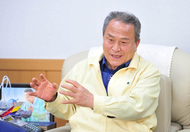 """김영만 경북 군위군수는 11월 6일 """"대구·경북 통합신공항은 국가 균형 발전과 지방 분권의 새로운 성공 모델이 될 것""""이라고 말했다."""