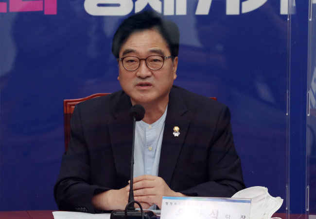 민주유공자 예우법을 대표 발의한 우원식 더불어민주당 의원이 8월 24일 서울 여의도 국회에서 열린 국가균형발전 TF 정례회의에서 발언하고 있다. [동아DB]