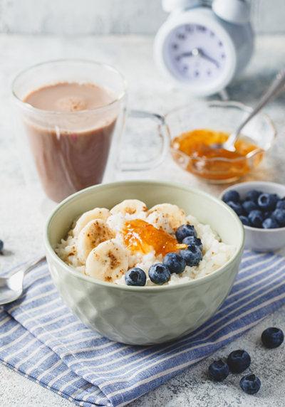 식은 밥에 우유와 설탕을 넣고 잘 익히면 풍부한 식감의 푸딩이 된다.  [GettyImage]