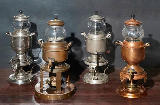 1920년대 미국에서 사용된 재순환 방식 커피메이커. 이 무렵부터 미국 서민들도 커피를 즐겨 마시며 커피메이커가 실용적 형태로 변했다.