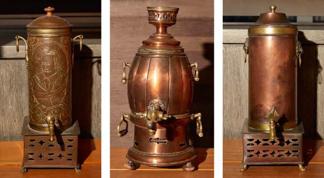 내부에 여과장치를 장착한 커피메이커. 하부에 숯 화로를 설치해 커피 온도가 유지되도록 했다. 1810년대 독일 제품.
