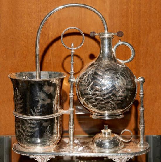 네이피어(Napierian) 커피메이커. 영국 엘킹턴(Elkington&Co)사에서 생산했다. 3번 제품에서 한 단계 발전한 커피메이커다.