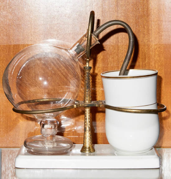 네이피어 커피메이커. 1840년. 스코틀랜드 공학자 로버트 네이피어가 만든 제품. 진공감압식 밸런스 커피메이커의 효시로 꼽힌다.