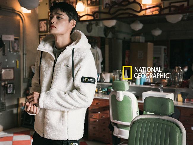더네이쳐홀딩스 패션 브랜드 '내셔널지오그래픽' 모델 정혁. 그가 입은 플리스 아우터는 100% 친환경 제품으로 젊은 세대의 인기를 얻고 있다. [더네이쳐홀딩스 제공]