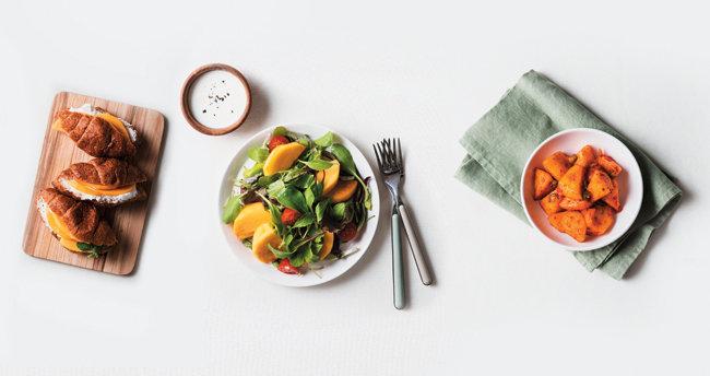 단감크루아상샌드위치, 단감샐러드, 단감깍두기(왼쪽부터) 등 단감으로 만든 다양한 요리. [홍태식 객원기자]