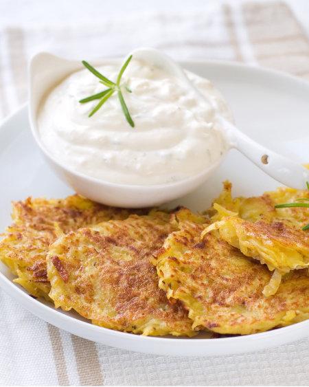 서양식 감자전 뢰스티. 감자와 단감을 같이 채 썰어 감자전처럼 바삭하게 구우면 달콤하고 고소한 맛이 일품이다. [GettyImage]