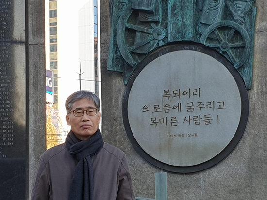 개신교로 시작해 불교를 거쳐 천주교를 갖게 됐다. 고(故) 김수환 추기경은 내가 들은 생전 강연에서 당신의 인생관 전체의 60% 이상이 불교에서 연유한다는 믿기 힘든 말씀을 했다. 그런 말씀을 담대히 할 수 있기에 그분이 여태 추앙받는 것 아닐까. 오랜만에 서울을 찾아 서소문 역사공원에 들렀다. 역사는 무엇이고 신앙은 무엇일까 하는 생각에 잠긴다. [신평 제공]