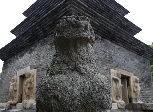 필자가 젊은 시절 기거한 경북 경주 분황사에는 국보 제30호 모전석탑(사진)이 있다. [동아DB]