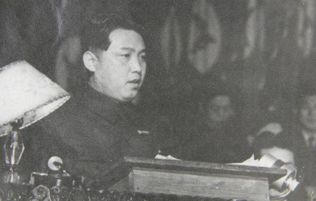 1950년 7월, 최고인민회의 제2차 회의 총결 연설 중인 김일성. [뉴시스]