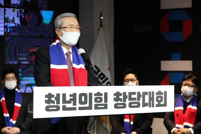 12월 6일 서울 영등포구 KNK디지털타워에서 열린 '청년의힘 창당대회'에서 김종인 국민의힘 비상대책위원장이 축사하고 있다. [뉴스1]