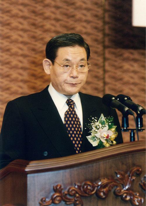 독일 프랑크푸르트 신경영 선언 이듬해인 1994년 그룹 시무식에서 연설하는 이건희 회장. [삼성전자 제공]