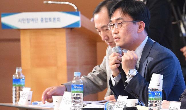 2017년 10월 14일 충남 천안에서 열린  신고리 5 · 6호기 공론화 종합토론회에서  발언하는 정용훈 교수.  [뉴시스]